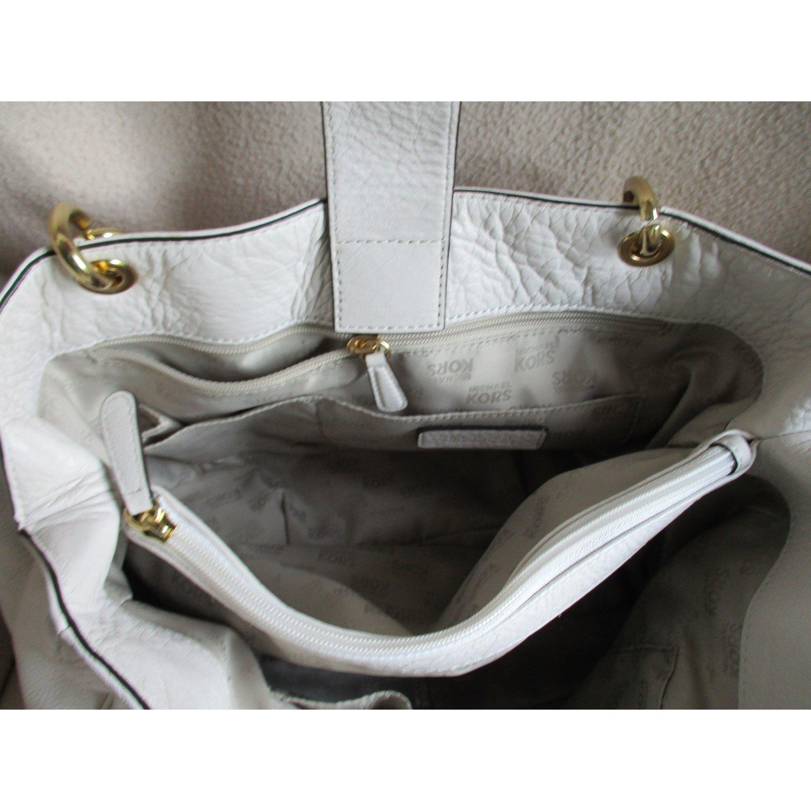 Michael Kors Fulton Chain Tote Vanilla Color Leather Handbags Leather Beige  ref.93465 - Joli Closet 169d92f74e18e