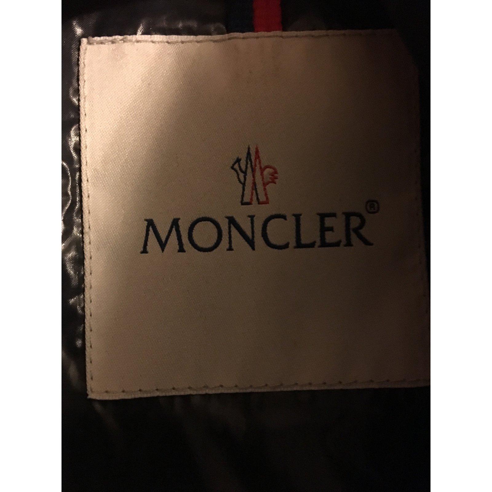 ea6e94d738d4 Facebook · Pin This. Manteaux homme Moncler Gilet sans manches matelassé  hiver Suede Noir ...