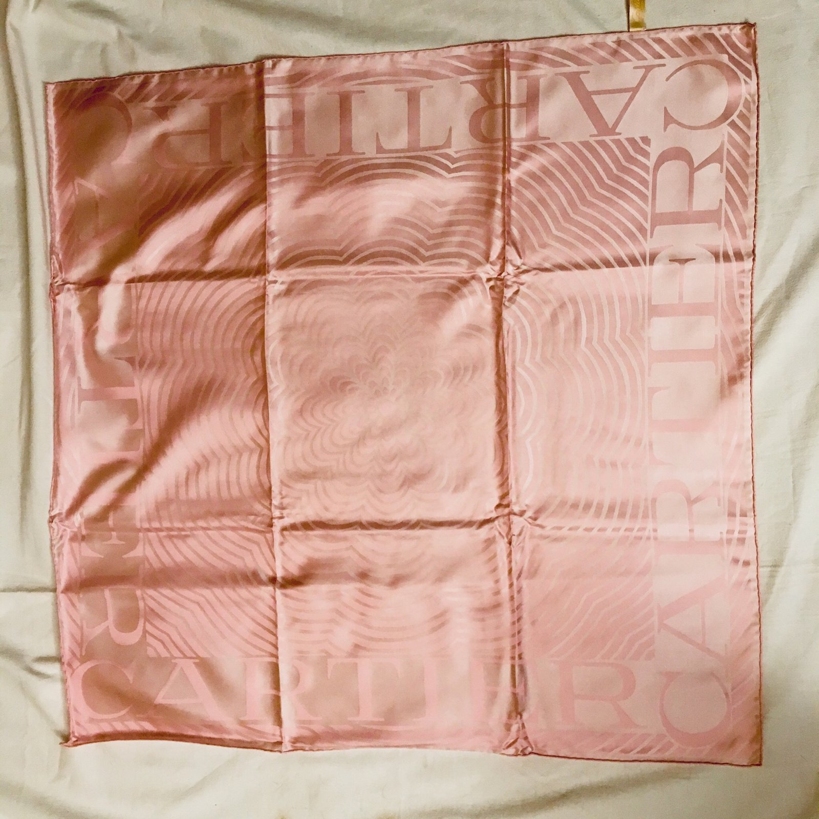 Foulards Cartier Carré neuf couleur unie Soie Rose ref.98363 - Joli Closet 8797009946a