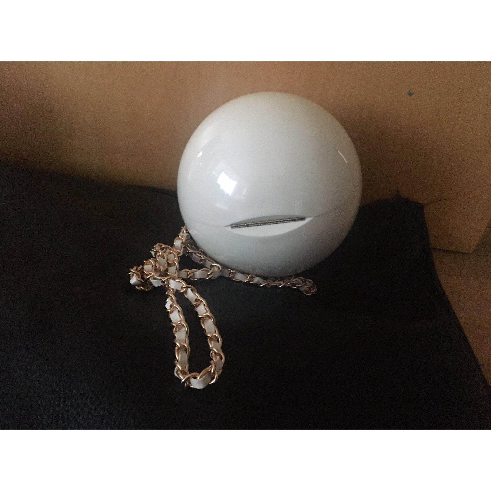 374c9e5a71a094 Chanel MINERAL PEARL Clutch bags Synthetic White ref.100407 - Joli Closet