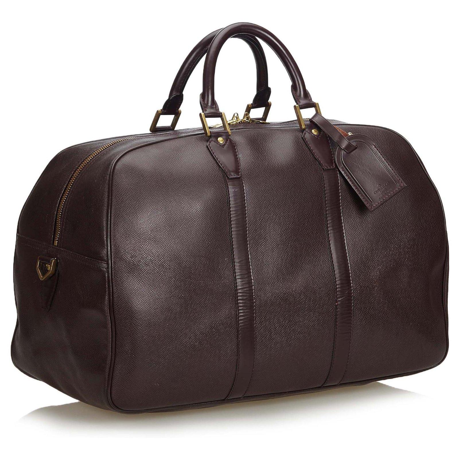 1ce47d6bebcad Louis Vuitton Louis Vuitton Roter Taiga Kendall GM Reisetasche Leder ...