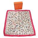 Superbe foulard gavroche 45 Hermès plumes