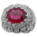 Bague dôme en or blanc, rubis 5,04 carats, diamants. - inconnue