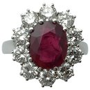 White gold ring, oval ruby surrounded by diamonds. - inconnue
