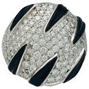 "Bague Cartier ""Griffes"" en or blanc, diamants et onyx."