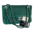 sac à rabat 30 cm dans les airs - Chanel