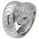 """Bague Cartier """"Panthère de Cartier"""" en or blanc, diamants, émeraudes et onyx."""