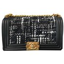 Chanel boy bag in black leather and fabric