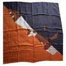 Louis Vuitton signé 'Architecture' marron, foulard en soie orange et beige