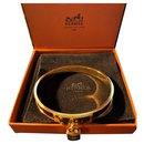 """Magnifique Bracelet Hermès Jonc""""KELLY""""en Plaqué Or  et Cuir Crocodile Bordeaux"""