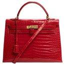 hermes kelly 32 leather shoulder strap Crocodile Porosus red embers, garniture en métal doré, In excellent condition - Hermès