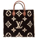 Louis Vuitton Onthego GM Teddy Monogram limited series tote in shearling, new condition!