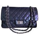 Chanel klassische schwarze Tasche mit mittlerer Klappe