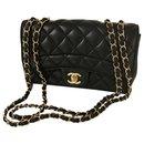 sac à rabat noir avec carte et boîte - Chanel