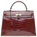 Splendid Hermès Kelly 35 in Brown Porosus Crocodile, gold plated metal trim