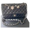 Sac à rabat classique classique Chanel Valentine en édition limitée