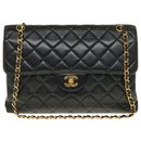 Very Rare Chanel Timeless Jumbo lined Face Bag in Quilted Black Lambskin, garniture en métal doré