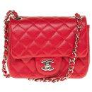 Splendide sac Chanel Mini Timeless en cuir caviar rouge, garniture en métal argenté