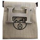 Boucle Hermès modèle H guillochée