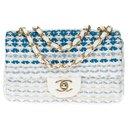 Sublime Chanel Mini Timeless limited edition shoulder bag in White and Blue Tweed, Garniture en métal argenté