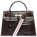 Splendid Hermes Kelly bag 32 in Brown Porosus Crocodile, gold plated metal trim - Hermès