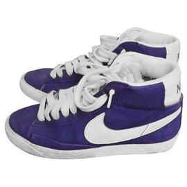 Nike-Sneakers-Blue