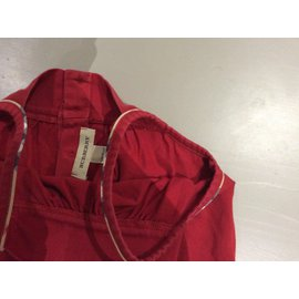 Burberry-Robe-Rouge