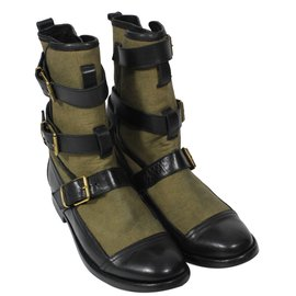 Burberry-Boots-Black,Khaki