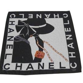 Chanel-Carrés-Blanc