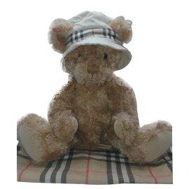 Burberry-Hats-Caramel