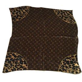 Louis Vuitton-Carrés-Imprimé léopard