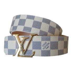 Louis Vuitton-initiales-Beige