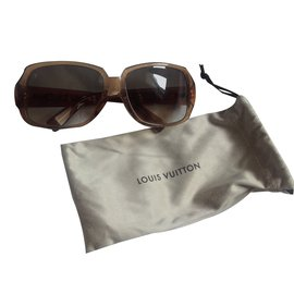 98c93a96ff ... Louis Vuitton-Lunettes de soleil Louis Vuitton modèle Obsession Carré  Light Glitter Honey E-