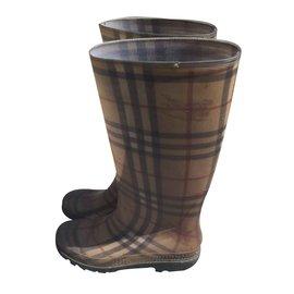 Burberry-Boots-Beige