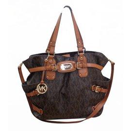 6484501ad23e Second hand Handbags - Joli Closet
