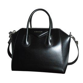 Givenchy-Antigona-Noir