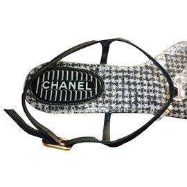 Chanel-Sandales Tongs style tweed-Noir