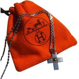 Hermès-Chaine et pendentif croix Medor-Argenté