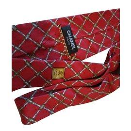 Chanel-Cravate-Rouge