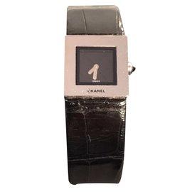 Chanel-Montre-Noir