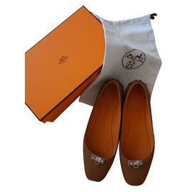 Hermès-Ballerines en cuir LIBERTY clouté métal palladié T40-Beige