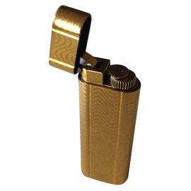 Cartier-Lighter-Golden
