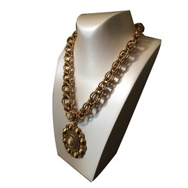 Chanel-Vintage pearl pendant-Golden