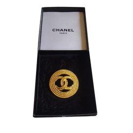 Chanel-CC brooch-Golden