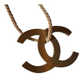 Chanel-Pendentif-Beige