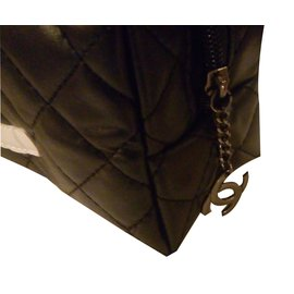 Chanel-makeup bag-Noir