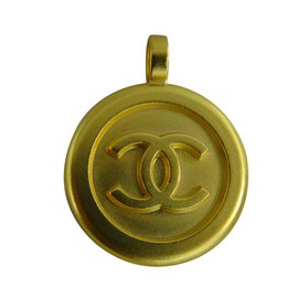 Chanel-Pendant-Golden