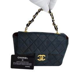 43da1bc7b9de Chanel handbag - Joli Closet