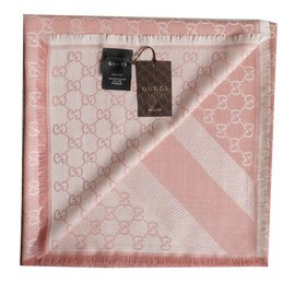 Gucci-Foulard-Rose