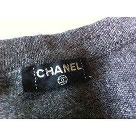 Chanel-Cardigan-Gris